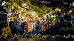 Riomaggiore desde el mar, Cinque Terre (pepoexpress - A few million thanks!) Tags: nikon nikkor d750 nikond750 nikond75024120f4 24120mmafs pepoexpress cinqueterre italy village sea mountains cityscape riomaggiore