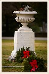 1st Minnesota Infantry Urn, Gettysburg (- the way I see it -) Tags: 1st minnesota infantry gettysburg national cemetary urn gettysburgnationalcemetary gettysburgpennsylvainiausa christmas wreath