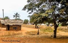 Near to Tsavo East-Kenya (16) (johnfranky_t) Tags: johnfranky t kenya villaggio tsavo national park east est panasonic tz40 abitazioni tetti canne pali