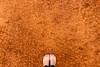 Imperfección. (MansiJr) Tags: cancha textura arcilla naranjo saturacion canchadearcilla ladehesa chile clubdegolf canchadetennis tennis pies colores rojo red