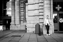 (fernando_gm) Tags: man monochrome monocromo monocromatico calle callejera city ciudad antwerp anvers amberes blackandwhite bw blancoynegro street hombre human humano gente people person persona fujifilm fuji f14 35mm