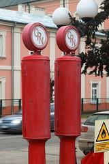 Zabytkowe dystrybutory na stacji paliw w Janowie Podlaskim (jacekbia) Tags: europa polska poland podlasie janówpodlaski zabytek dystrybutor stacjapaliw cpn technika czerwony red canon 1100d