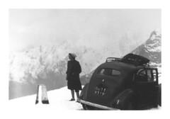Passo del Gran San Bernardo - settembre 1952 (50/17) (dindolina) Tags: photo fotografia blackandwhite bw biancoenero monochrome monocromo car automobili auto lanciaardea family famiglia fifties 1952 1950s annicinquanta history storia neve snow mountain montagna alps alpi vintage vacation vacanze viaggio trip