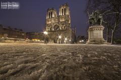 Notre Dame (Lonely Soul Design) Tags: notre dame saint michel paris longexpo longexposure light snow winter cold nightscape nightshot nightview night