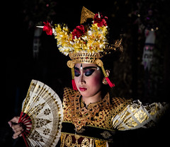 Balinese Dancer (Julien Lagarde) Tags: baile bali dance danse femme mujer woman ubud indonesia id