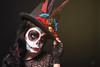 Catrina VI (Sergio Nevado) Tags: retrato portrait chica girl mujer woman calavera skull mejico mexico dia muertos maquillaje make uo sombrero hat plumas plumes estudio studio