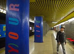 YOUR LIFE (schreibtnix on 'n off) Tags: reisen travelling italien italy mailand milan ubahn subway menschen people sitze seats rot red yourlife olympuse5 schreibtnix