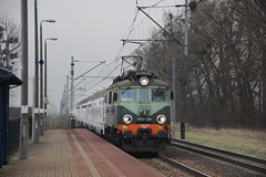 PKP IC EP07-330 , Zębice Wrocławskie train station 16.02.2018 (szogun000) Tags: zębice polska poland railroad railway rail pkp station zębicewrocławskie engine locomotive lokomotywa локомотив lokomotive locomotiva locomotora electric elektrowóz ep07 ep07330 pkpic pkpintercity train pociąg поезд treno tren trem passenger ic intercity 48101 barnim d29132 e30 dolnośląskie dolnyśląsk lowersilesia canon canoneos550d canonefs18135mmf3556is