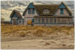 Fischerromantik ... (Heinze Detlef) Tags: steinwarder strand wasser meer ostsee dünen himmel wolken strandhäuser urlaub ferienwohnung urlauber heiligenhafen