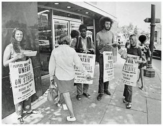 Picketing Dupont Circle People's Drug: 1970