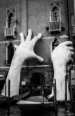 Hands holding up palazzo black and white (ulibelli) Tags: venice venezia venecia veneza venise venedig венеция مدينةالبندقية 威尼斯 वेनिस ベニス