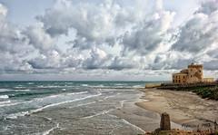 2017-02a-F7720 copia (Fotgrafo-robby25) Tags: alicante arquitectura costablanca fujifilmxt1 marmediterráneo nubes oleaje torredelahoradada torrevigíadelapuntadelahoradadadelsigloxvi