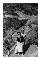 Mamma e zia Paola ad Eze 1956 (9912) (dindolina) Tags: photo fotografia blackandwhite bw biancoenero monochrome monocromo family famiglia history storia vintage 1956 1950s annicinquanta fifties marialaviniabovelli paolademaria eze costaazzurra france francia frenchriviera vacation vacanze summer estate