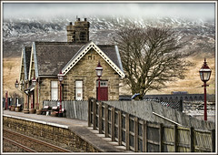 Gaslamps and gables (david.hayes77) Tags: 1m53 class158 ribblehead yorkshire thethreepeaks whernside viaduct battymossviaduct 2018 chapelledale gaslight gaslamp gables northern sc settleandcarlisle winter midlandrailway mr 158851 yorkshiredales