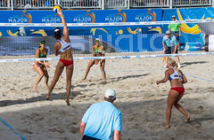 Match 58: Round of 16: USA vs. Brazil (cmfgu) Tags: craigfildesfineartamericacom fédérationinternationaledevolleyball internationalfederationofvolleyball fivb swatchfivbbeachvolleyballmajorseries worldtour fortlauderdale ftlauderdale browardcounty florida fl usa unitedstatesofamerica beach volleyball tournament professional sun sand tan athlete athletics ball net court set match game sports outdoors ocean palmtrees women woman bikini bra brazil brasil laurenfendrick sarahughes eduardadudasantoslisboa agathabednarczuk ágathabednarczuk olympian