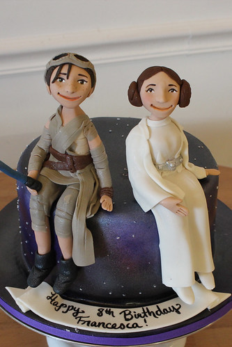 Rey and Leia Figurines Cake