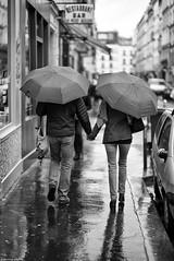 Âmes soeurs (Mathieu HENON) Tags: leica m240 noctilux 50mm blackwhite nb noirblanc monochrome france paris 11ième arrondissement parapluies street
