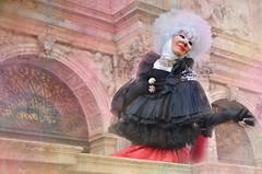 Eleganza (Aránzazu Vel) Tags: donna mujer woman retrato portrait eleganza carnevale carnivalcostume carnevalevenezia2018 mask maschera carnavalvenecia venisecarnival venicecarnival disfraz disguise textura texture