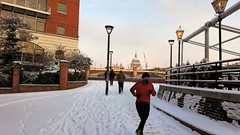 London snow - Bankside jogger (2018) (Paul-M-Wright) Tags: london snow jogger runner running winter beastfromtheeast bankside river thames st pauls cathedral londonstreetphotography londonstreet londonscene 28 february 2018 england uk road sky building tree red lion court se1 southwark