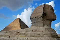 Egipto 7 (Eloy Rodríguez (+ 6.000.000 views)) Tags: pirámidesdeegipto egyptpyramids keops kefrén micerino gizeh giza esfinge granesfinge esfingedegizeh pirámides pyramid pyramids mezquitamehemetalí mehemetali mezquita mezquitas mosque falucas rionilo nilo nile thenile aswan valledelosreyes templodephilae philaetemple egipto egypt nubia pueblonubio nubios elcairo monumentos monuments eloyrodríguez potd:country=es gettyimages blancoynegro bw