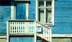 so blue............ (atsjebosma) Tags: woodenhouse wooden blue door window houtenhuis hout huis deur raam house gordijnen stairs trap curtains blauw atsjebosma mora sweden 2017