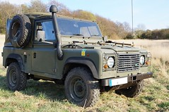 Land Rover Defender 90 (Vehicle Tim) Tags: landrover defender allrad 4x4 4wd armee army militär military fahrzeug auto car