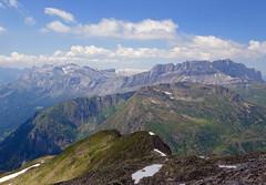 View from Le Brévent to the north:  Rochers des Fiz. (elsa11) Tags: lebrévent rochersdesfiz chamoniz mountains hautesavoie rhonealps rhonealpes france frankrijk montanges alps alpes chaînedesfiz chainoffiz desertdeplaté montblancmassif
