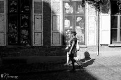 Les Marolles - 061 (bruxelles5) Tags: marolles brussels bruxelles quartier populaire rue haute noir blanc black white