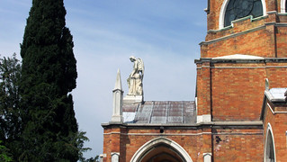Statue on roof, Isola di San Michele