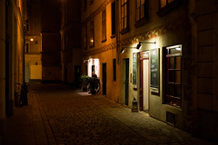 Vienna at Night (romanboed) Tags: europe austria vienna wien city street old town night leica m 240 summilux 50 bw travel architecture availablelight bar pub entrance waiting still