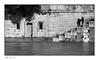 Faire demi-tour (Rémi Marchand) Tags: inondation eau fleuve seine paris silhouette canon5dmarkiii berge quai cruedelaseine îledefrance noiretblanc blackandwhite