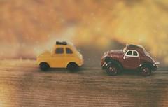 2 voitures (Chocolatine photos) Tags: voitures cars jaune pastel nikon photo photographesamateursdumonde pdc flickr makemesmile bokeh