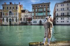Ti aspetto sul Canal Grande... (Aránzazu Vel) Tags: canalgrande venezia venecia carnevalevenezia2018 maschera abitidepoca venice venisecarnival carnivalcostume carnavalvenecia architecture
