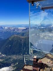 Le Pas dans Le Vide. Step into the void. 3842 m, Aiguille du Midi. (elsa11) Tags: aiguilledumidi upperterrace summitaiguilledumidi stepintothevoid lepasdanslevide montblanc montblancmassif chamonix alps alpen hautesavoie rhonealps france frankrijk mountains