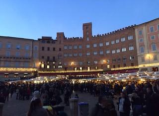 #Siena by night! 🌙 #like #follow #share #comment #countryside #italy #tuscany #travel #discover #city #history #borghettomontalcino #nature #myworld �