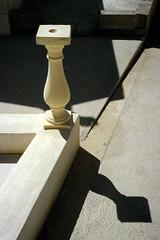 Cimetière de Bonifacio / Bonifacio Cimetery (Joseff_K) Tags: cimetiere cimetery ombre shadow leica leicacl soleil sun diapositive ektachrome slide film inversible