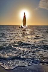 Sol e vela (Eugenio Carrer) Tags: ilhabela brasil sãopaulo barco vela sol mar areia onda pordosol