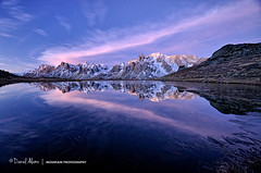 Waiting (Daniel Álamo) Tags: alpes alps alpen alpi france francia lac lake see lago reflet reflection spiegebild riflesso montagne mountain berge horn montagna lever setup sonnenaufgang alba automne fall herbst autunno