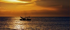 Sundown (Stefan Wirtz) Tags: sundown thailand fischerboot fishingboat sonnenuntergang meer sea pattaya sky himmel