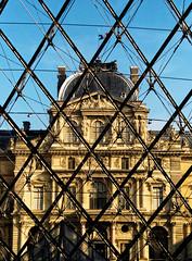 2018-02-28-16h59m40s (D_FOLLUT) Tags: louvre paris reflet verre pyramide musée monument louis14 pei architecte contreplogée