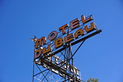 Historic Motel sign in Flagstaff, AZ (SomePhotosTakenByMe) Tags: flickr urlaub vacation holiday usa amerika america unitedstates outdoor flagstaff city stadt arizona motel moteldubeau dubeau werbung advertisement