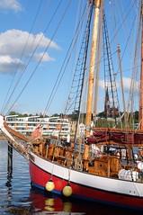Museumshafen Flensburg (G_u_e_d_e) Tags: hafen hafenstadt wasser flensburgerförde förde stadt stadtansicht kirche kirchturm häuser strasen segelboote schleswigholstein norddeutschland