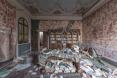 (Kollaps3n) Tags: abandoned villa italy urbex decay urbanexploration abbandono nikon