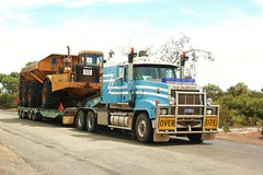 Piacentini Titan (ekawrecker) Tags: truck low loader western australia earthmoving earthmover excavations mining