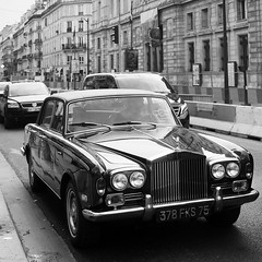 Rolls Royce / Paris (dufour_l) Tags: 2018 40mm 6x6 black blackandwhite blanc bw candid canon capturestreets carré city darkisbetter dreaminstreets eos5dmarkiii europe everybodystreet everydayeverywhere extérieur france fromstreetswithlove generationstreet hiver iloveparis îledefrance lensonstreets life lifeisstreet lovesnoir matin monochrome morning noir noiretblanc noirshots objectifgrandangle paris people photographiederue regardsparisiens rue square storyofthestreet storyofthestreets streetfocuson streetphoto streetphotography streetphotographyinternational streetphotographer streetofparis streetoftheworld thestreetphotographyclub thestreetphotographyhub ville voitureancienne wearethestreets wearethestreet white winter worldstreetfeature zonestreet