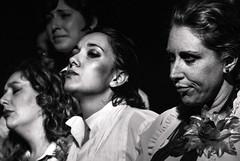 Foto-Arô Ribeiro-9442-3 (Arô Ribeiro) Tags: laphotographie photography blackwhitephotos bw pb nikond7000 thebestofnikon nikon blackandwhite música cantoras cabarezinho theatre teatro brazil sãopaulo art fineart artistas