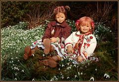 Anne-Moni und Sanrike ... (Kindergartenkinder) Tags: kindergartenkinder annette himstedt dolls milina sanrike gruga grugapark essen schneeglöckchen