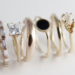 Engagement Rings : Bario-Neal Jewelry. Makes our hearts go pitter patter! thumbnail