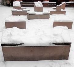 Geometrie per figure di neve (magellano) Tags: bologna italia italy piazza square mercanzia figura geometrica figure geometric volume neve snow sedile seat