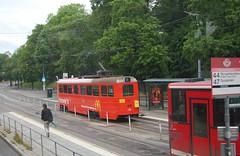 Stockholm Tram 210 (TrainsandTravel) Tags: sweden suède schweden sverige standardgauge voienormale normalspur standardmätare trams tramways strassenbahn spårvagnar stockholm djurgårdsvägen a51 210